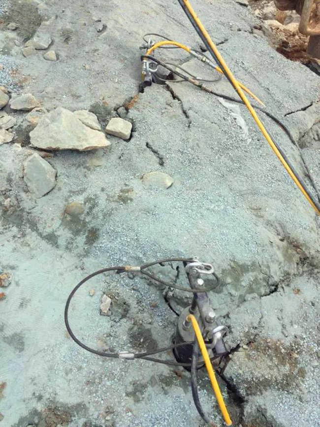 岩石山青石挖掘机打不破什么机器产量高新余厂家