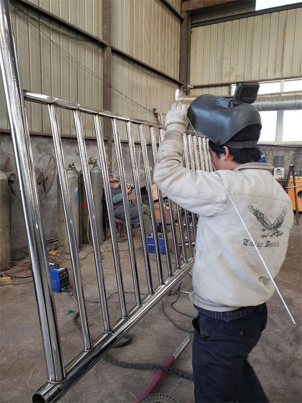 汉中304不锈钢桥梁护栏电话质量从优-【金俊豪金属制品】