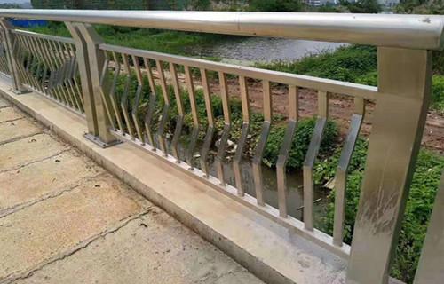 攀枝花不锈钢柔性防撞护栏焊接