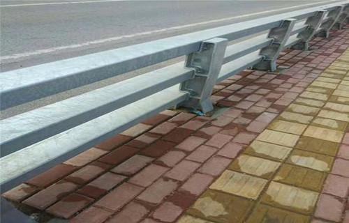 日喀则不锈钢复合管护栏栏杆展翼金属