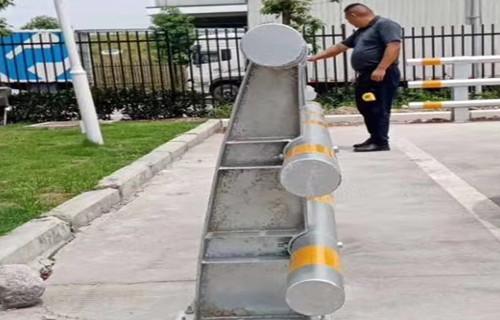 内江道路护栏批发展翼金属
