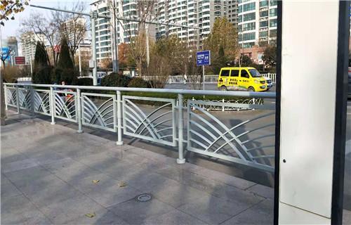 黄冈桥梁防撞护栏基础一米展翼金属