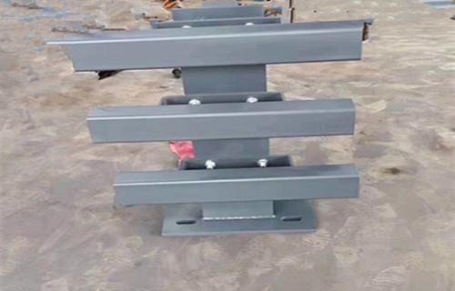 黄南不锈钢复合管护栏q235钢板立柱