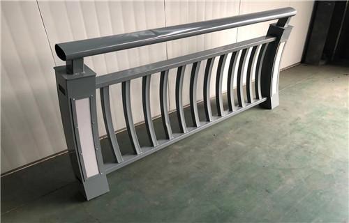 威海不锈钢复合管护栏道路隔离栏杆质优价廉