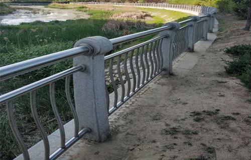 南昌不锈钢复合管护栏高仿木不锈钢护栏
