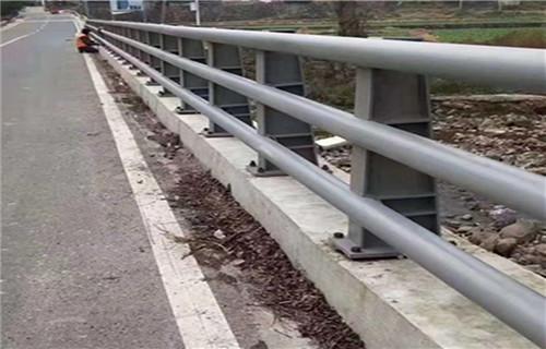 本溪省道护栏经久耐用展翼金属