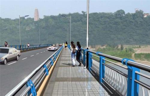 威海不锈钢复合管护栏供应桥梁护栏