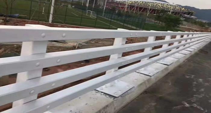 张家界不锈钢护栏耐冲击展翼金属