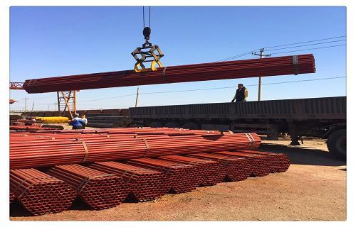 青海西宁建筑工地用来搭架子的钢管
