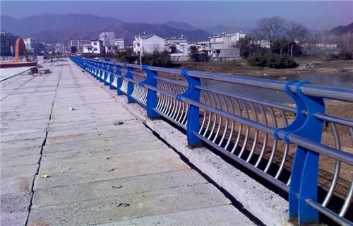 阿坝304内衬碳素钢复合管栏杆新闻