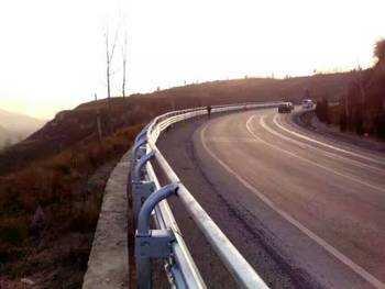 供应江西波形护栏 高速波形防撞护栏板