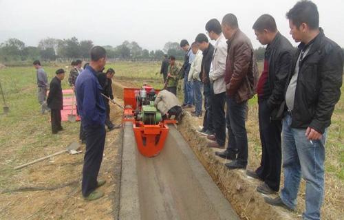 长沙U型水渠成型机 自走式边沟混凝土成型机