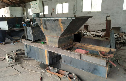蚌埠梯形水渠成型機 自走式邊溝混凝土成型機