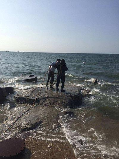 新闻:东营水下打捞潜水员打捞