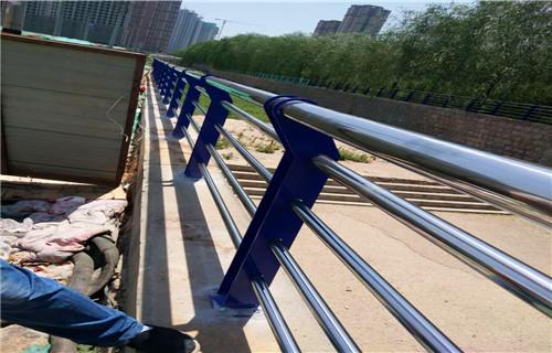 黑龙江专业制作防撞护栏多少钱一米