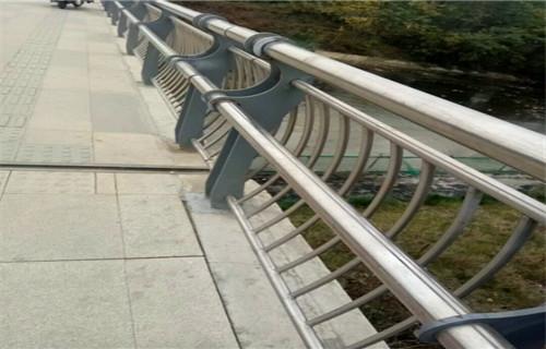 黔西南专业制作桥梁护栏多少钱一米