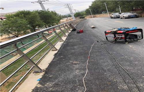 阿坝专业制作桥梁护栏多少钱一米