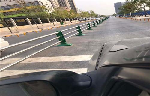 黑龙江防撞护栏多少钱一米