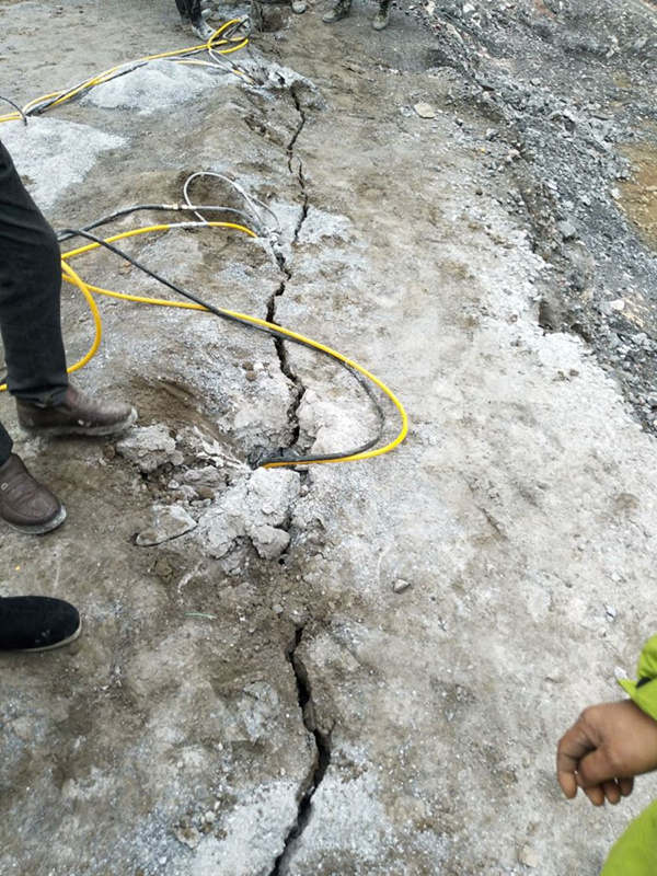 石子厂破碎青石不用暴破成本低破石快设备