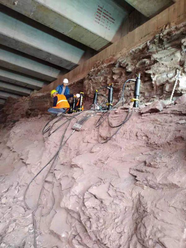 蚌埠修高速巖石破除用液壓劈裂機