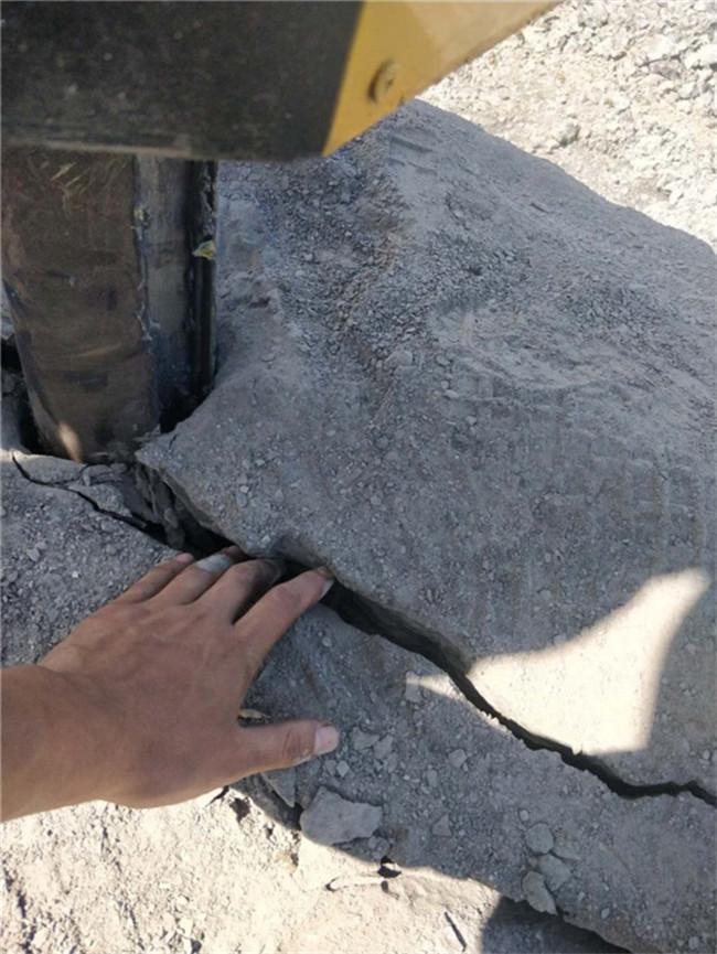 花岗岩开采用分裂机石头硬膨胀剂胀不开用分石机