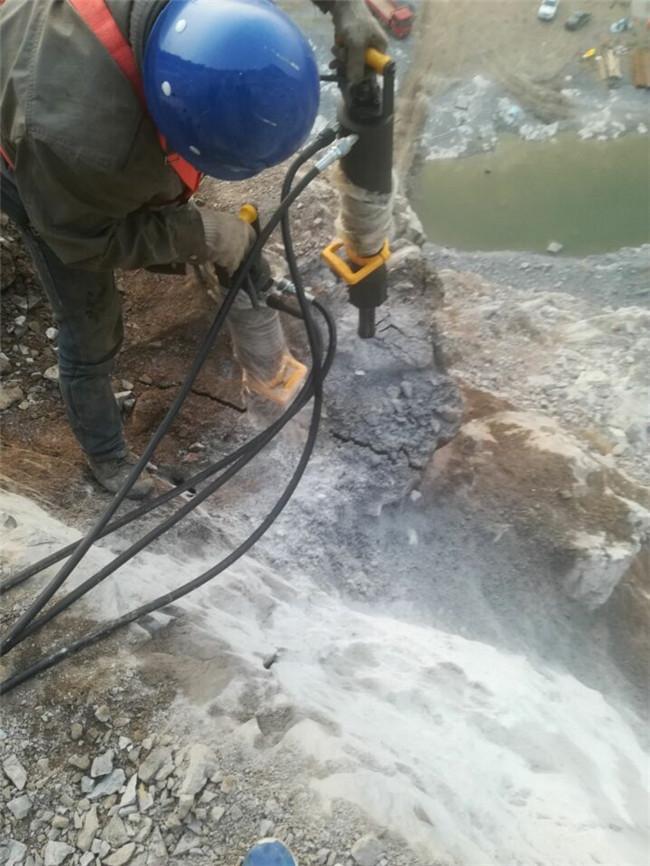 蚌埠基坑石頭靜態開采用液壓分裂機批量生產