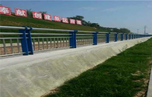 西藏76*3复合管道路护栏多少钱每米