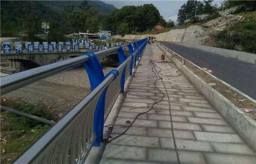 东营201不锈钢复合管桥梁栏杆质量可靠//欢迎选购