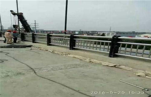 西藏桥梁护栏钢板立柱厂家直销
