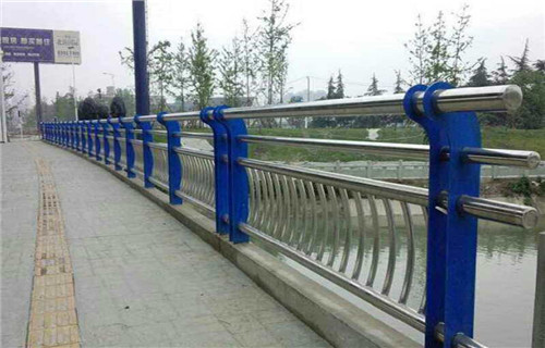 马鞍山蓝色钢板立柱型号齐全