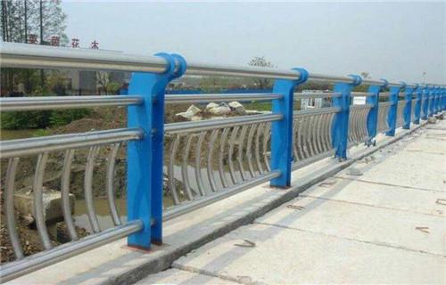 北京防撞复合管护栏使用寿命长