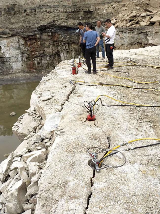 江西省多功能岩石分解劈裂机制造商哪里有破石头的机器