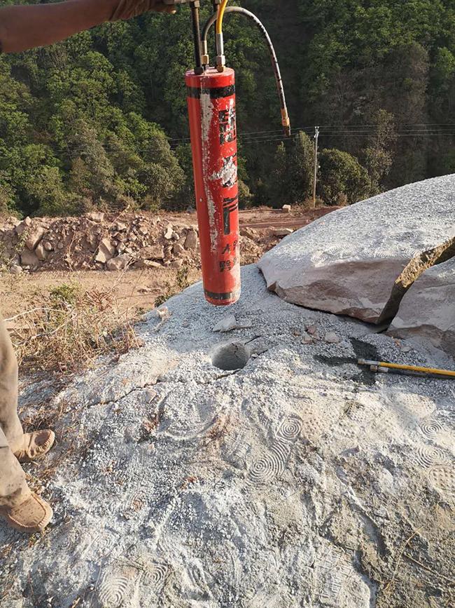 江西省大方里土石方开采机劈裂机岩石怎么搞开
