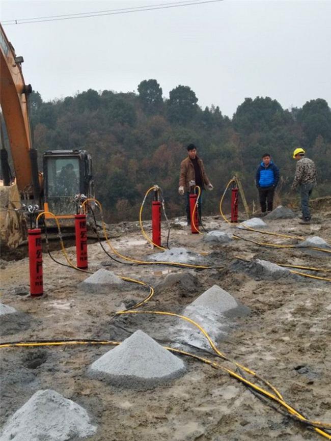 江西省涵洞掘进岩石分裂机岩石分不开怎么办