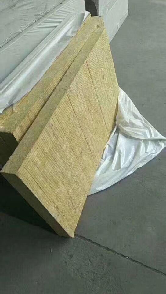 蚌埠4公分巖棉板廠家直銷