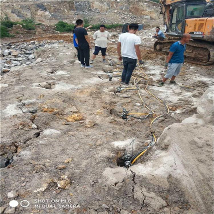 湖南沅陵岩石分裂机需要几个人操作使用价格岩石开采