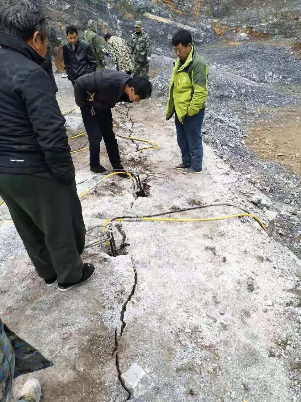 上海奉贤市政建设不用放炮的机器