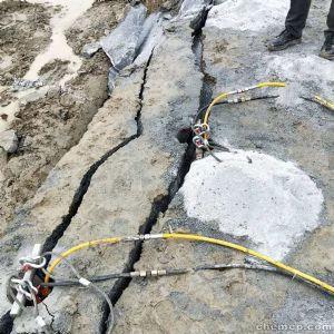 西藏路面扩宽边坡石头炮头机打的慢影响施工有没有更好用的机器