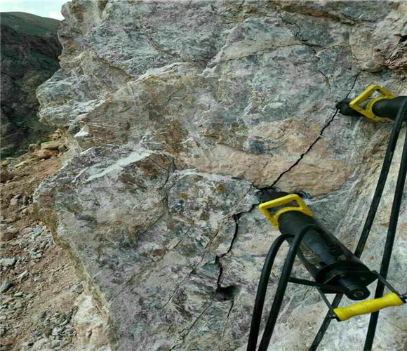 安庆岳西石灰石开采取代放炮破碎锤的机器