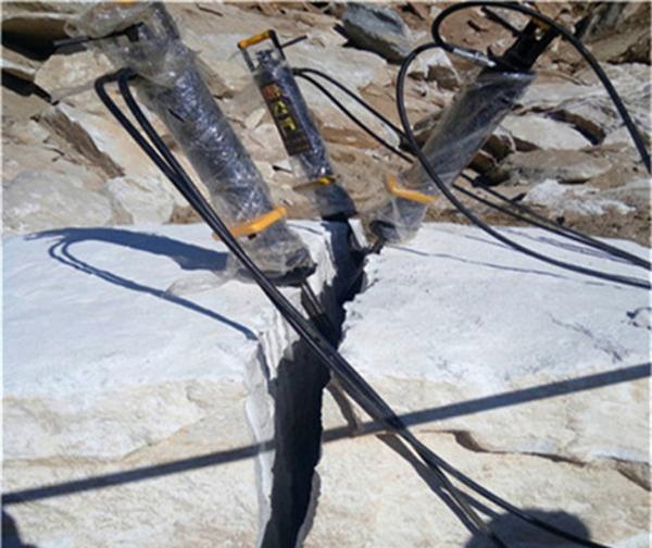 临沂兰山采石场不能放炮就用岩石裂石机