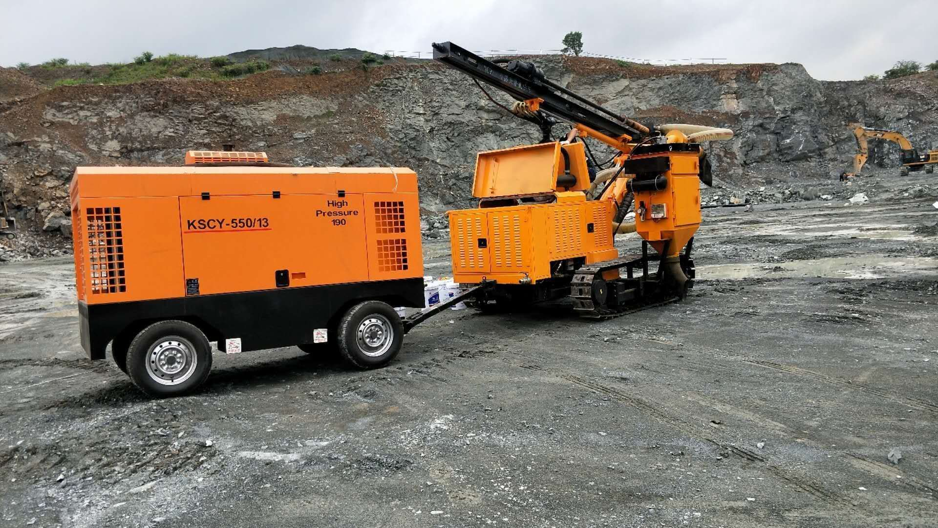 黔西南望谟矿山施工开采石头代替放炮的机器