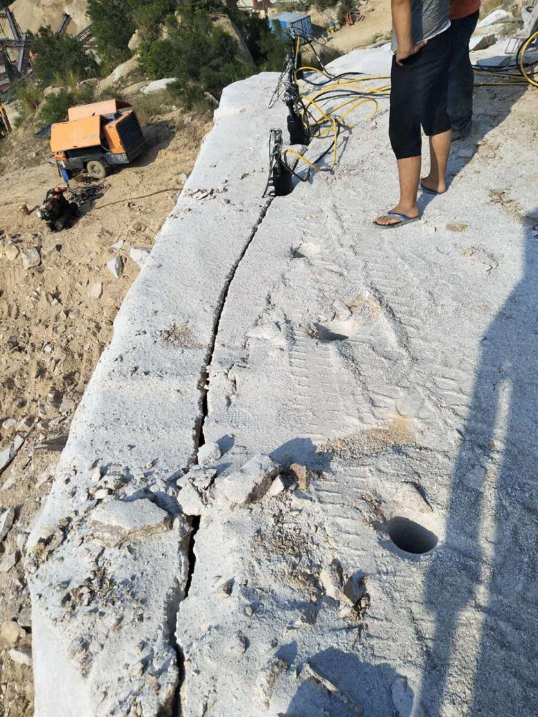 黑龙江大块废石劈裂机施工案例