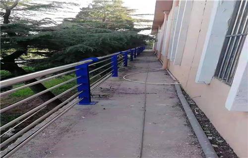 洛阳201不锈钢复合管桥梁栏杆焊接