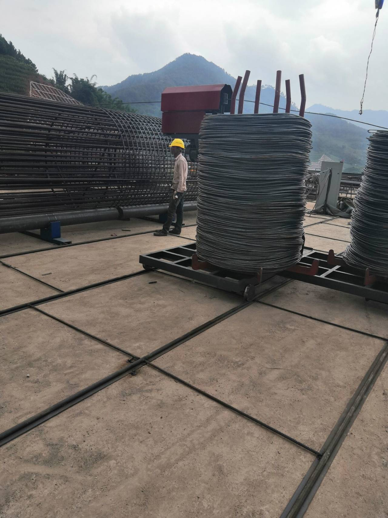 莅临:北京钢筋笼绕丝机工作视频