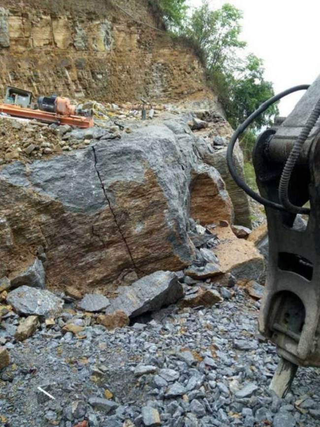 新余石场原石料开采劈裂机