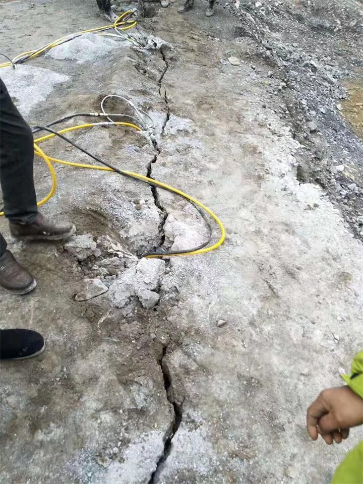 廊坊取代放炮裂石矿山开采器