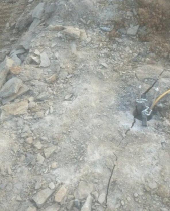 蚌埠基坑石頭靜態拆除設備