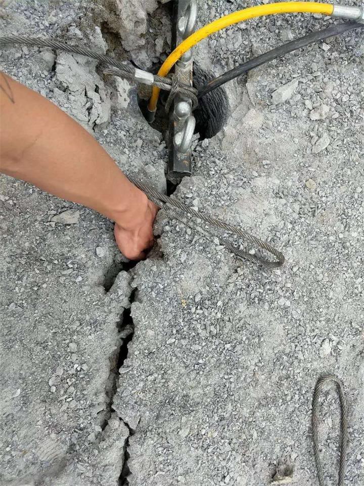 辽宁修路清理硬岩石怎么产量高