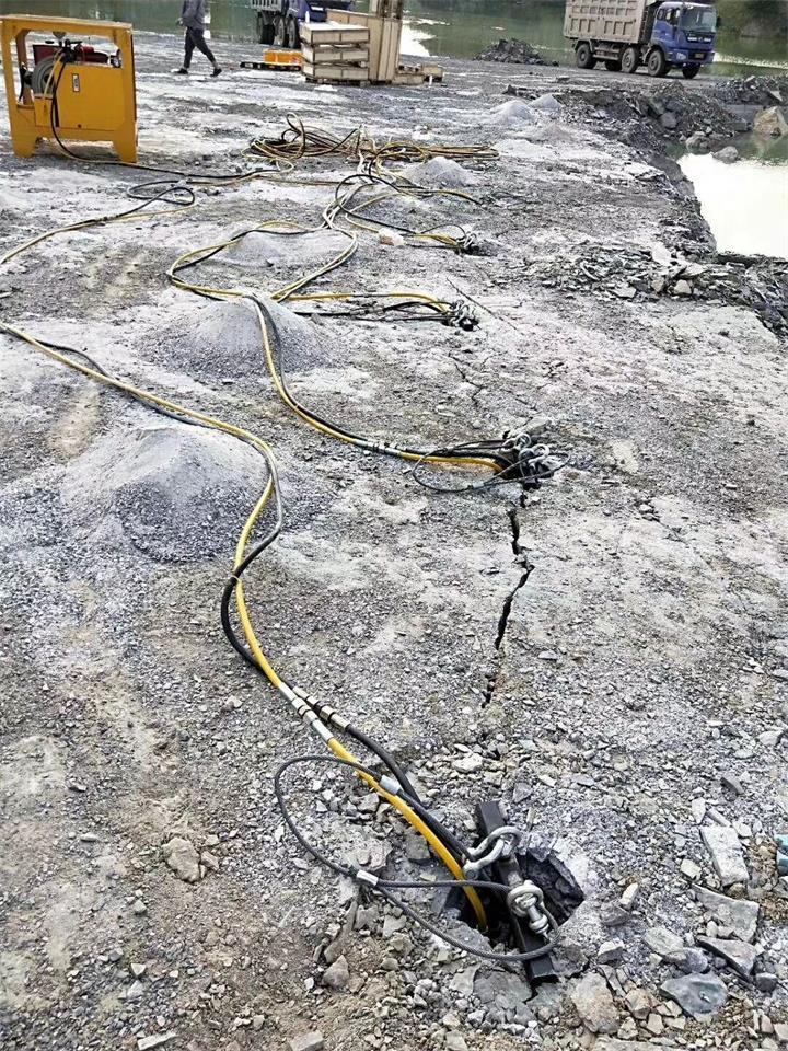 淮南石材拆除破碎大型分裂机能提高破石效率