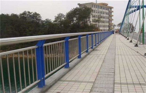 西宁304桥梁护栏